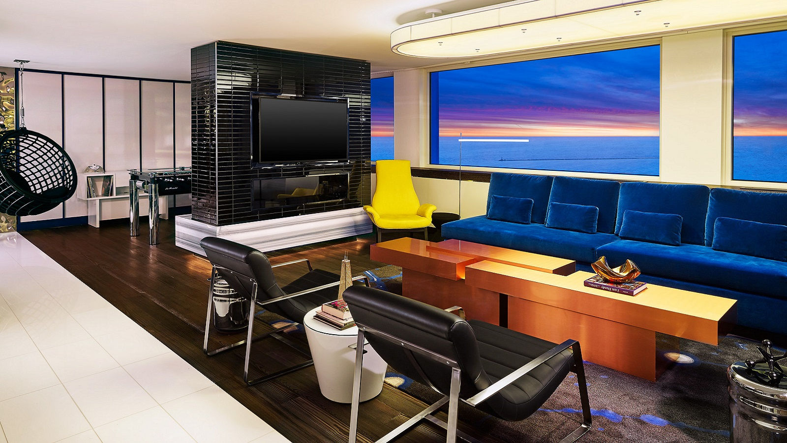 Hotel Rooms in Chicago - Extreme WOW Suite
